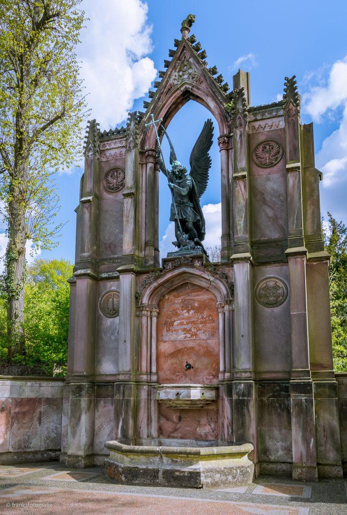 Schloss Babelsberg Statue des Erzengel Michael