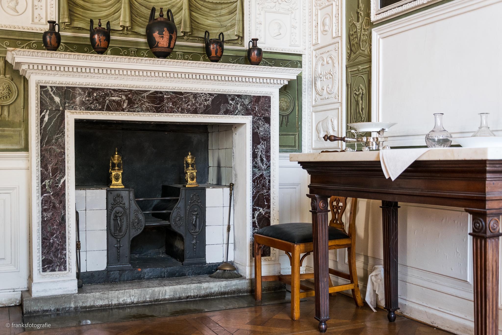 Innenräume von Schloss Wörlitz Kamin im Speisesaal