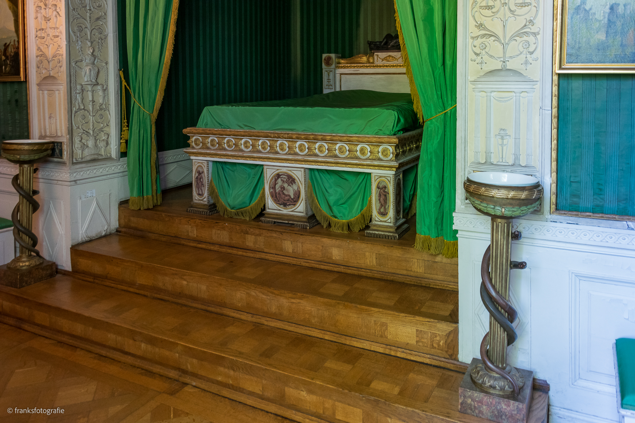 Innenräume von Schloss Wörlitz Bett der Fürstin