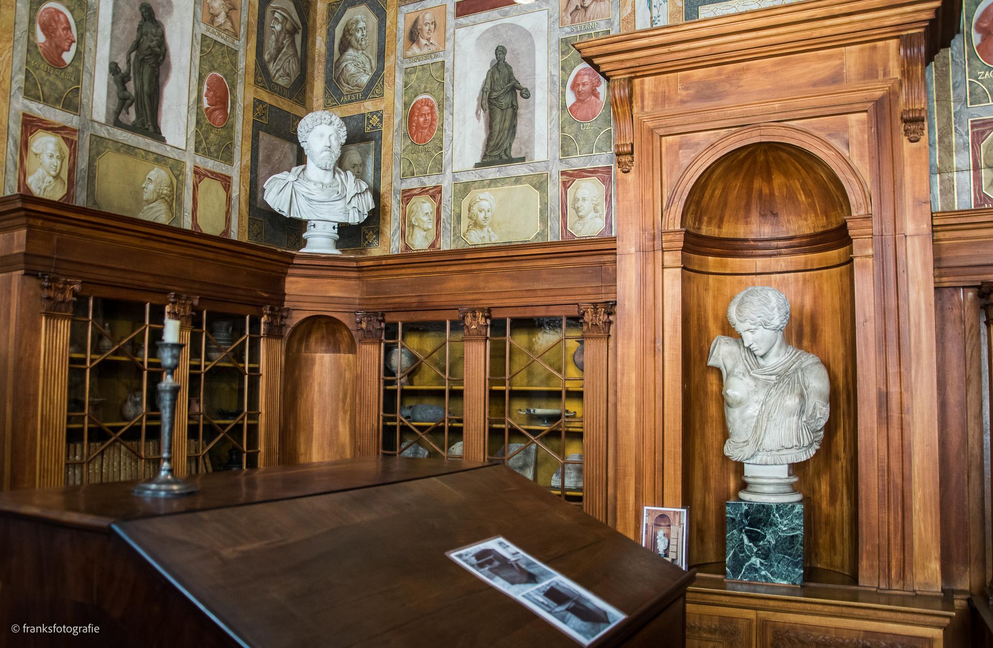 Innenräume von Schloss Wörlitz Die Bibliothek