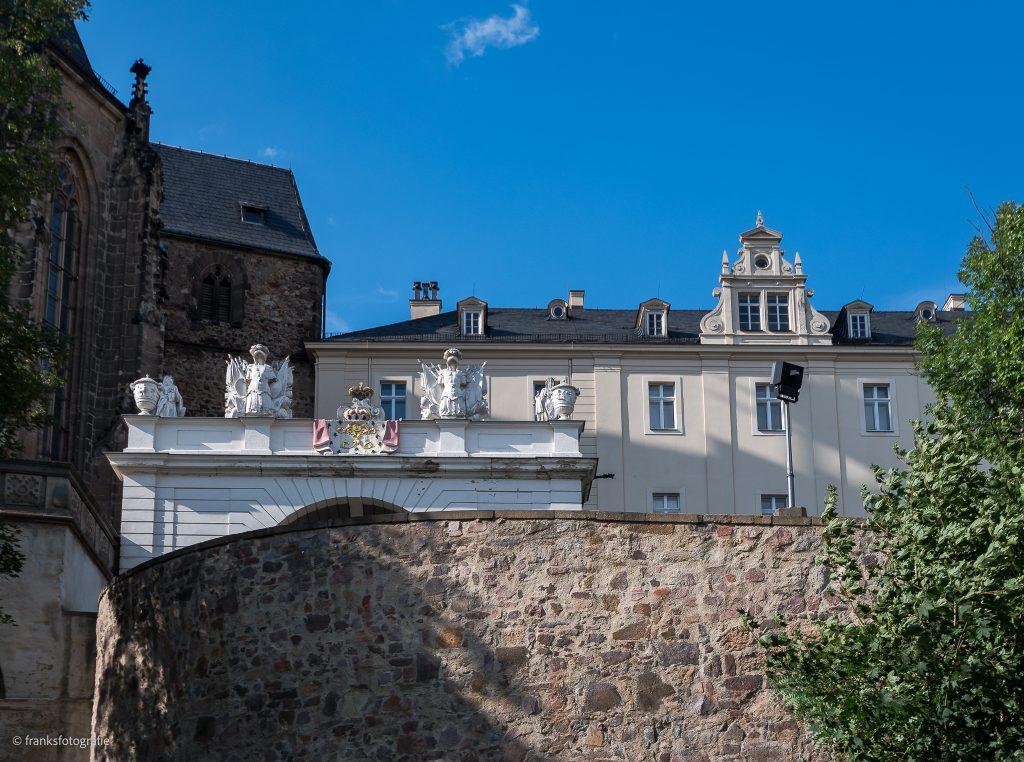 Schloss Altenburg erkunden Schlossauffahrt