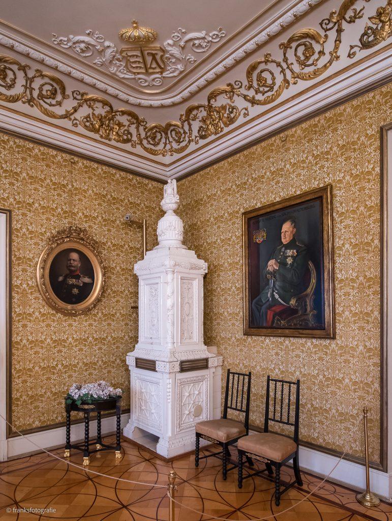 Schloss Altenburg erkunden Empirezimmer