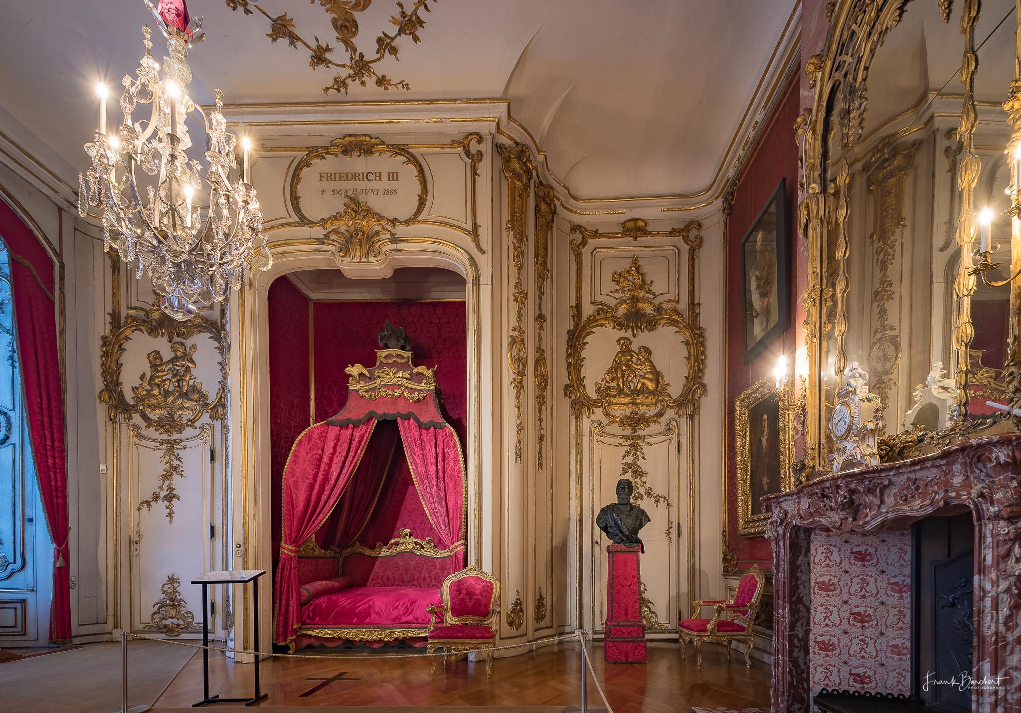 Das Neue Palais In Potsdam Und Der Klausberg Im Park Sanssouci